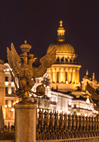 Double-headed Eagle「Russia, Saint Petersburg, Double eagle inf ront of Palace Square and St. Isaac's Cathedral」:スマホ壁紙(14)