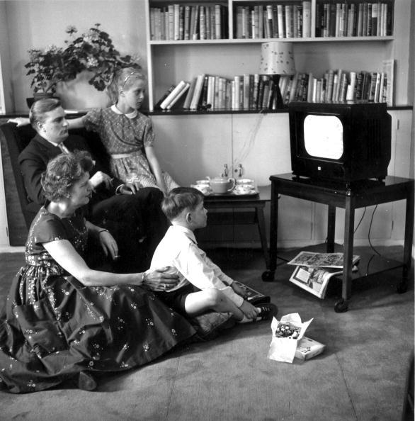 Setting「Family Watching」:写真・画像(6)[壁紙.com]