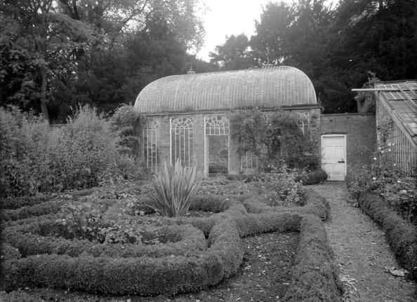 Ornamental Garden「The orangery in the gardens at Howsham Hall, North Yorkshire, 1953. Artist: Herbert Felton」:写真・画像(3)[壁紙.com]