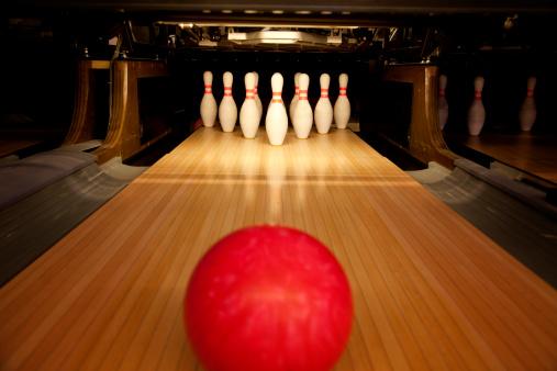 Low Angle View「Ten Pin Bowling」:スマホ壁紙(1)