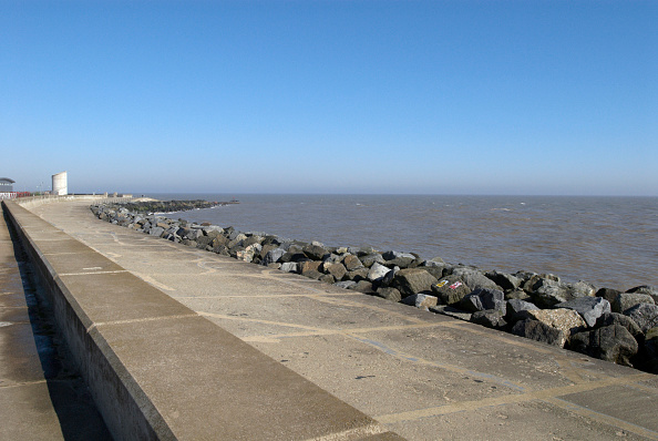 Water's Edge「Sea wall, Lowestoft, UK」:写真・画像(11)[壁紙.com]