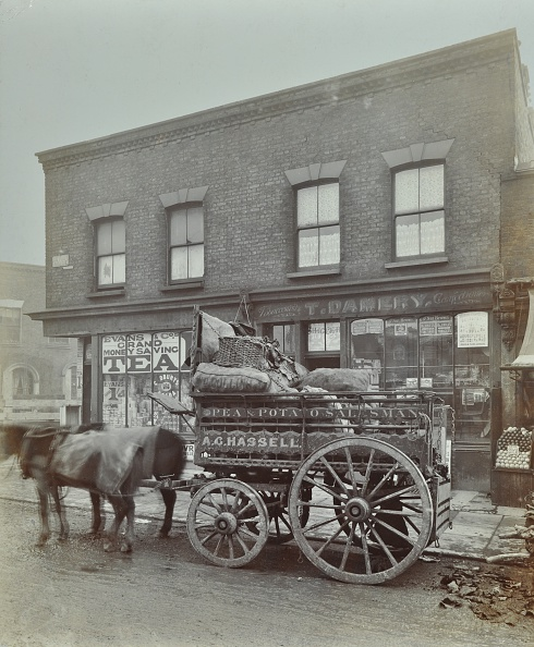 英国 ロンドン「Horse And Cart With Sacks Of Vegetables, Bow, London, 1900」:写真・画像(4)[壁紙.com]