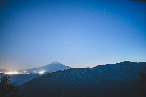 Japan「Mountain In the Distance at Night」:スマホ壁紙(5)
