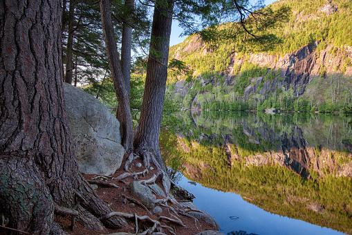 Adirondack Mountains「Spring morning at Chapel Pond, Keene Valley, Adirondack Mountains, New York State, USA」:スマホ壁紙(10)