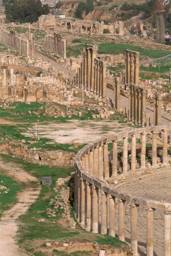 The Oval Piazza「Jordan, Jerash, Oval Precinct, and Cardo, elevated view」:スマホ壁紙(4)