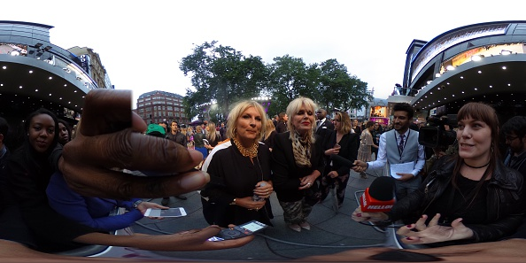 "Panoramic「""Absolutely Fabulous: The Movie"" - World Premiere - Red Carpet」:写真・画像(8)[壁紙.com]"