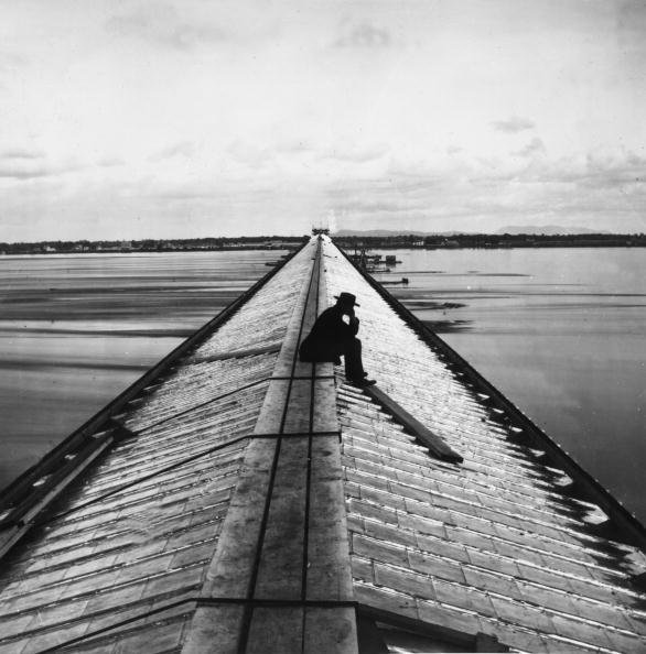 1人「Victoria Bridge」:写真・画像(15)[壁紙.com]