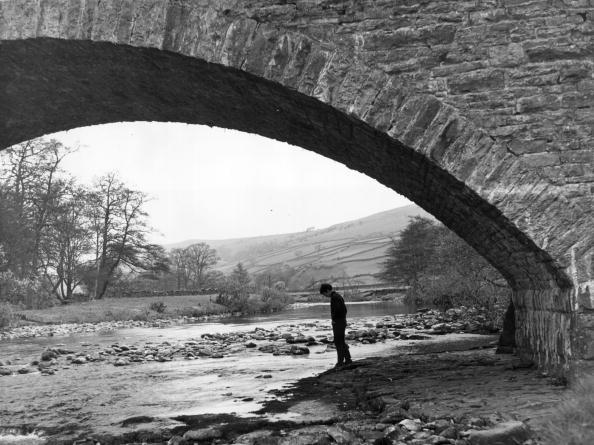 Architectural Feature「Under The Bridge」:写真・画像(4)[壁紙.com]