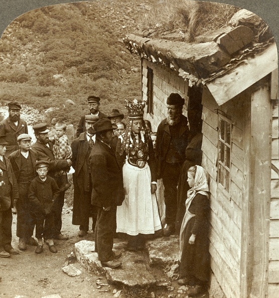 Rustic「A Nordfjord Bride And Groom With Guests And Parents At House Door」:写真・画像(17)[壁紙.com]