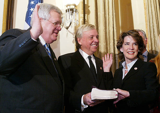 Rep. Katherine Harris Joins The 108th Congress Sworn In:ニュース(壁紙.com)