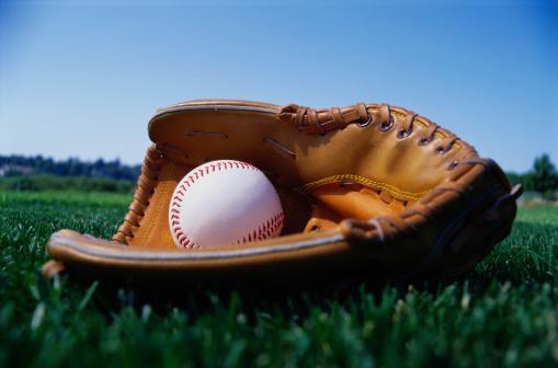 野球「Baseball in a Glove」:スマホ壁紙(6)