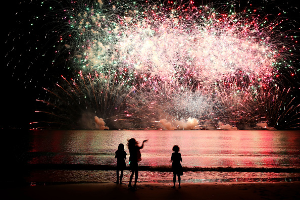 Firework Display「Northern Territorians Celebrate Territory Day」:写真・画像(2)[壁紙.com]
