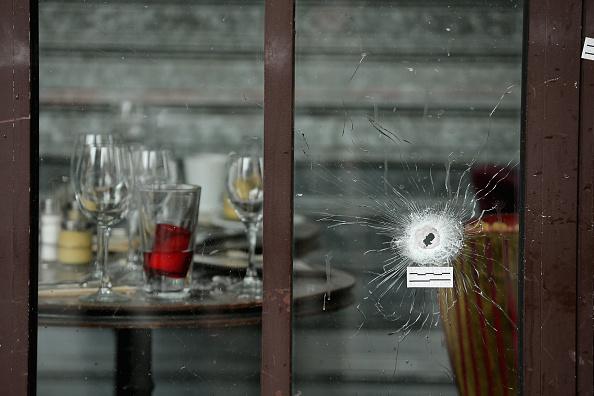 パリ「Significant Death Toll Feared In Paris Terror Attacks」:写真・画像(18)[壁紙.com]