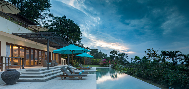 Villa「Luxurious villa with swimming pool during cloudy sunset in Bali」:スマホ壁紙(13)