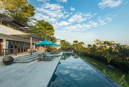 プール「バリ島でプールのある豪華なヴィラ」:スマホ壁紙(2)