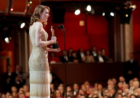 Emma Stone「89th Annual Academy Awards - Backstage」:写真・画像(6)[壁紙.com]