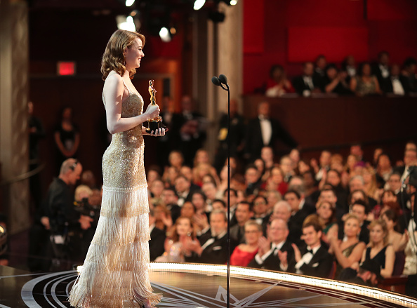 Emma Stone「89th Annual Academy Awards - Backstage」:写真・画像(16)[壁紙.com]