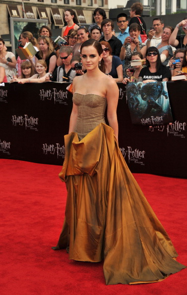 エマ・ワトソン「'Harry Potter And The Deathly Hallows: Part 2' New York Premiere - Arrivals」:写真・画像(15)[壁紙.com]