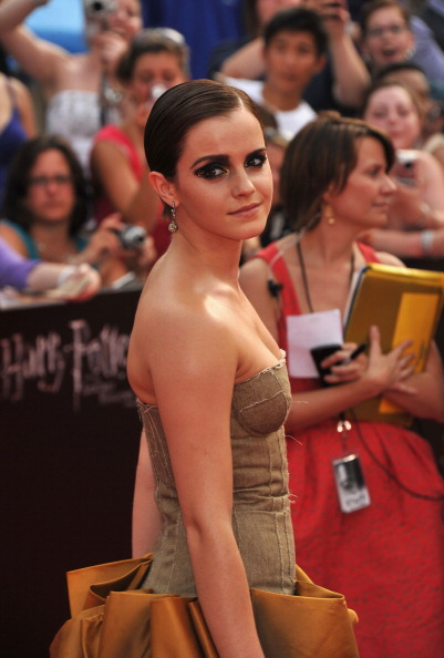 エマ・ワトソン「'Harry Potter And The Deathly Hallows: Part 2' New York Premiere - Arrivals」:写真・画像(18)[壁紙.com]