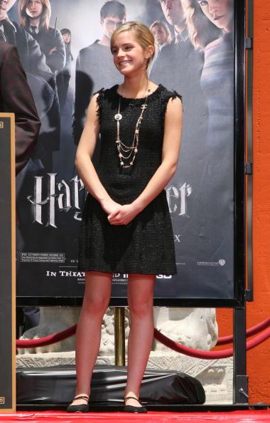 エマ・ワトソン「Harry Potter Cast Hand And 'Wand-Print' Ceremony」:写真・画像(14)[壁紙.com]