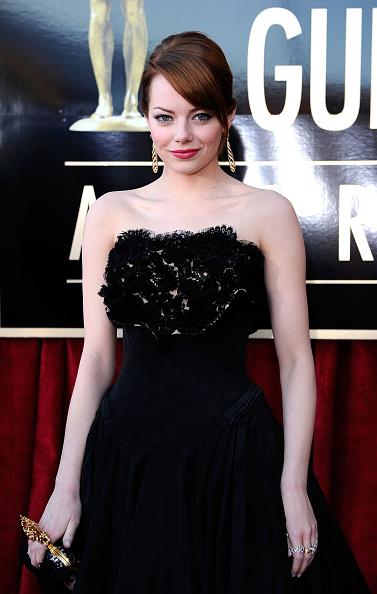 カメラ目線「18th Annual Screen Actors Guild Awards - Red Carpet」:写真・画像(8)[壁紙.com]