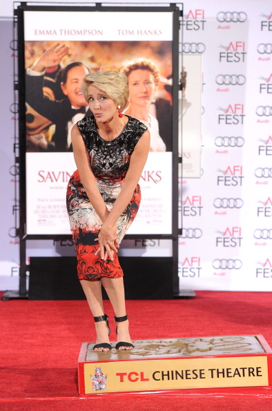 Mann Theaters「Emma Thompson Immortalized With Hand And Footprint Ceremony」:写真・画像(9)[壁紙.com]