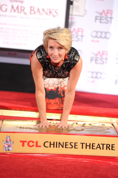 Mann Theaters「Emma Thompson Immortalized With Hand And Footprint Ceremony」:写真・画像(2)[壁紙.com]