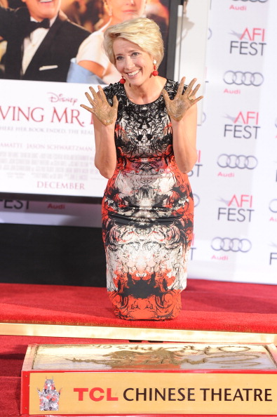 Mann Theaters「Emma Thompson Immortalized With Hand And Footprint Ceremony」:写真・画像(5)[壁紙.com]
