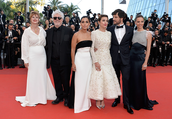 "Beige「""Julieta"" - Red Carpet Arrivals - The 69th Annual Cannes Film Festival」:写真・画像(15)[壁紙.com]"
