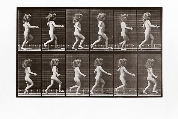 子供「Child Running」:写真・画像(2)[壁紙.com]