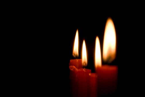 Praying「Candles in the dark」:スマホ壁紙(15)