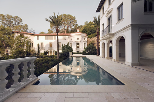 City Of Los Angeles「Exterior photo of a Bel Air mansion featuring a pool」:スマホ壁紙(15)