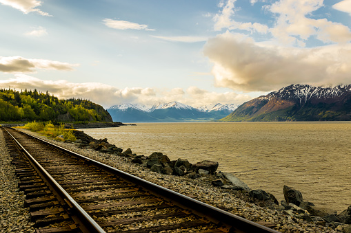Anchorage - Alaska「Railroad track with mountain range and fjord at sunrise」:スマホ壁紙(0)