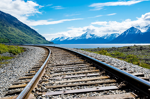 Anchorage - Alaska「Railroad track with mountain range and fjord」:スマホ壁紙(2)
