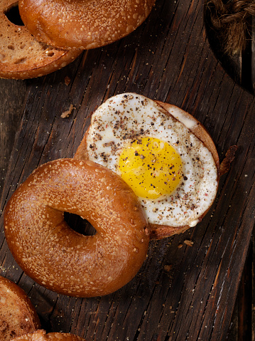 Toasted Food「Toasted Bagel With a Sunnyside up Egg」:スマホ壁紙(19)