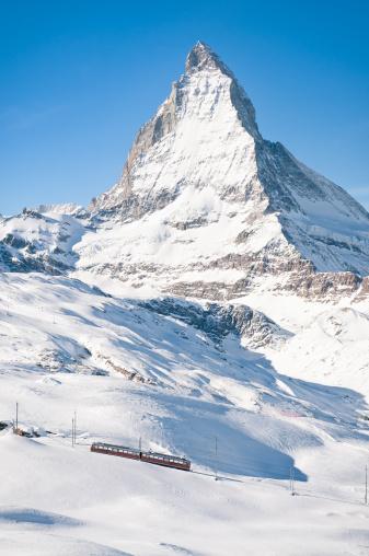 Pennine Alps「Zermatt Mountain Train and Snow Covered Matterhorn」:スマホ壁紙(18)