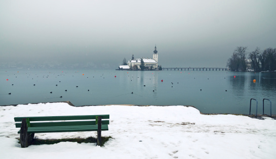 Salzkammergut「Tranquil Winter Scenery at Lake Traun」:スマホ壁紙(0)