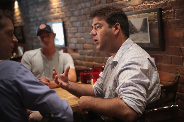 Scott Olson「Dem. Congressional Candidate Danny O'Connor Campaigns For Ohio Special Election」:写真・画像(17)[壁紙.com]
