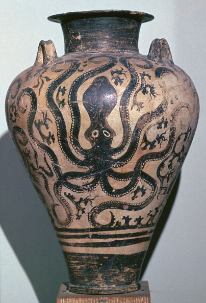 Octopus「Mycenaen amphora with octopus design, 16th century BC.」:写真・画像(11)[壁紙.com]
