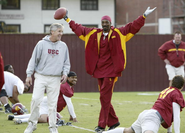 University of Southern California「Snoop Dogg Visits USC Football Team During Taping of MTV Show」:写真・画像(6)[壁紙.com]