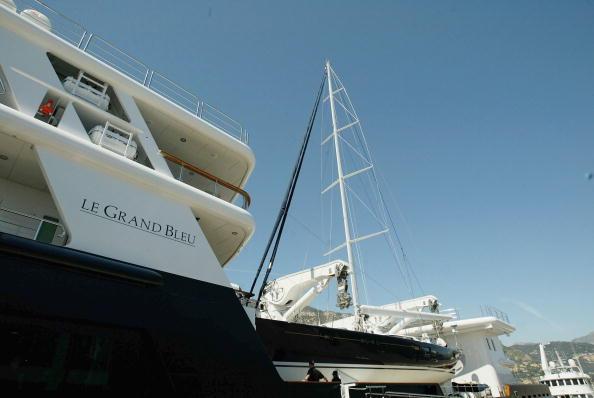 船・ヨット「Oil Tycoon Roman Abramovich's Yacht Moored In Monaco」:写真・画像(17)[壁紙.com]