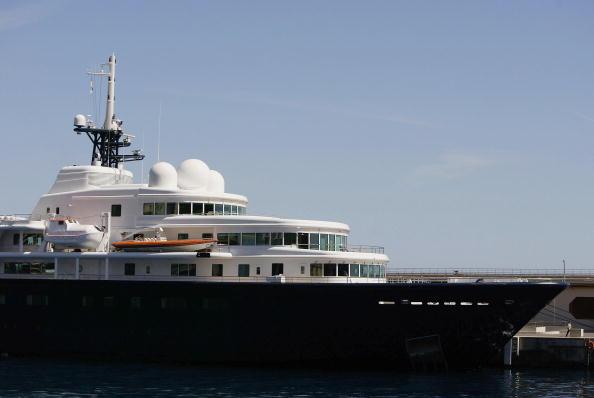 船・ヨット「Oil Tycoon Roman Abramovich's Yacht Moored In Monaco」:写真・画像(11)[壁紙.com]