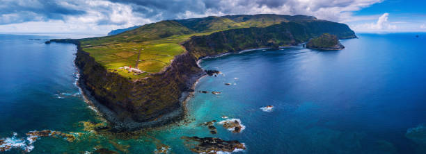 Island of Flores in the Azores:スマホ壁紙(壁紙.com)