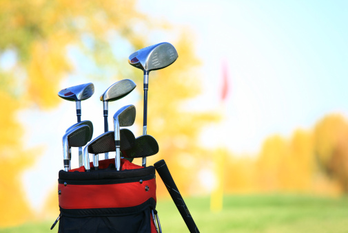 Sports Flag「Golf Clubs and Equipment at a Beautiful Fall Course」:スマホ壁紙(16)