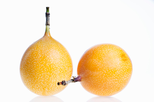 Passion Fruit「Passion Fruit against white background」:スマホ壁紙(6)