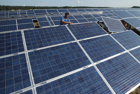 Installing「Germany Invests Heavily In Solar Energy」:写真・画像(4)[壁紙.com]