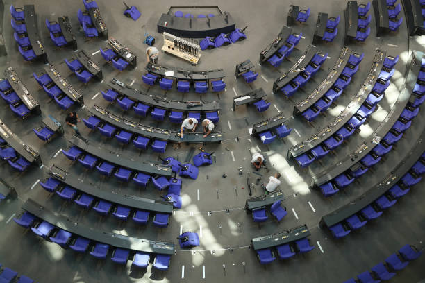 The Reichstag「Bundestag Prepares Seating For New Political Constellation」:写真・画像(17)[壁紙.com]