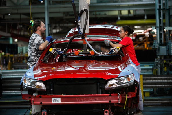 Production Line「Ford Debuts New Taurus, Made In Chicago Plant」:写真・画像(5)[壁紙.com]