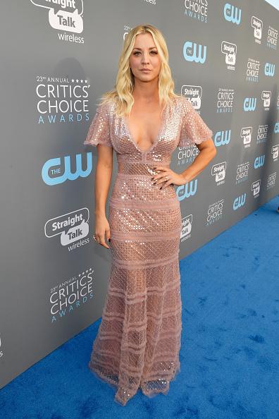 Kaley Cuoco「The 23rd Annual Critics' Choice Awards - Red Carpet」:写真・画像(17)[壁紙.com]