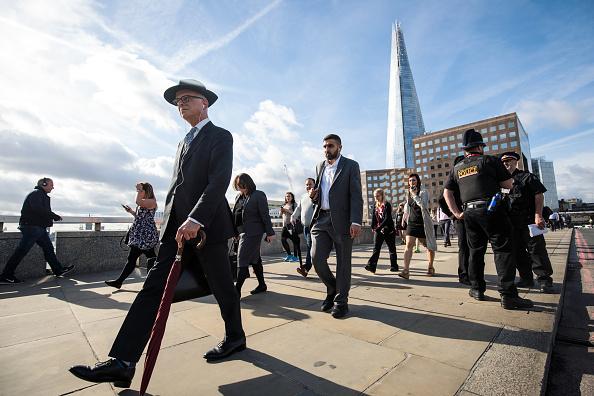 Commuter「Londoners Return To Work After The London Bridge Terror Attacks」:写真・画像(5)[壁紙.com]